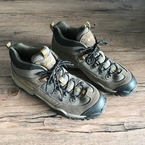 • Men's Columbia Hiking Boots •